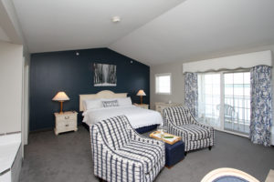 Bay Pointe Lakeside Deluxe Suite